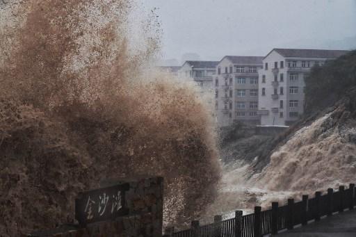 """ซุปเปอร์ไต้ฝุ่น """"เลกิมา"""" ถล่มเจ้อเจียง รัฐบาลจีนสั่งอพยพประชาชนนับล้าน"""