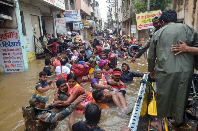 น้ำท่วมมรสุมอินเดียคร่าแล้วอย่างน้อย 100 ชีวิต รัฐเกรละอ่วมสุด