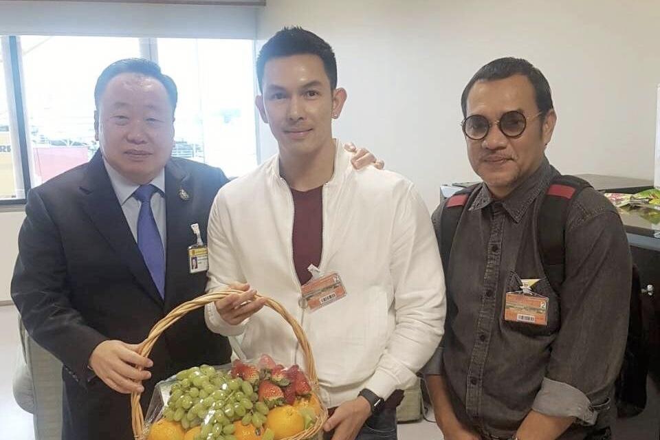 """""""อั้ม-อธิชาติ"""" นำคณะเข้าพบ """"สุชาติ"""" รองประธานสภาฯ ฝากดันข้อเสนอส่งเสริมวงการหนัง-ท่องเที่ยวไทย"""
