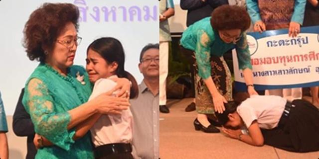 นศ.สาวภูเก็ต หลั่งน้ำตา กอดขอบคุณผู้ให้ทุน หลังหมดสิทธิ์สอบเพราะไม่มีเงินจ่ายค่าเทอม