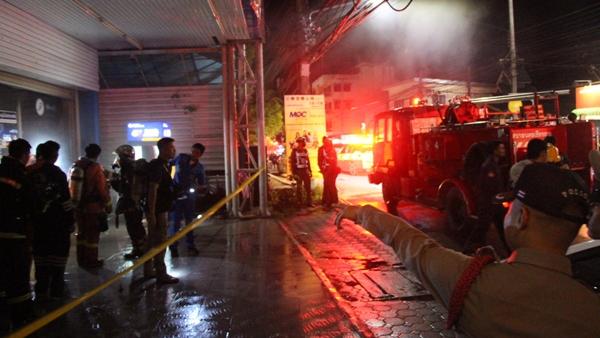 คาดไฟลัดวงจร!ไฟไหม้ห้างฯท้องถิ่นชื่อดังเชียงรายหวิดวอดกลางดึก