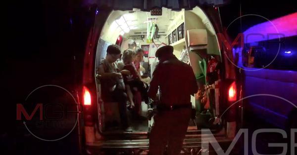 รถตู้พาทัวร์ไทย-ไต้หวัน ฝ่าฝนจากกรุงเทพฯขึ้นเชียงใหม่ ชนท้ายพ่วง 18 ล้อกลางเนินแม่กัวะ เจ็บยกคัน