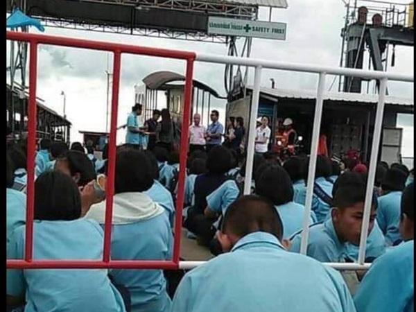 ดราม่าหนัก! เมื่อคณะครู-นักเรียน โรงเรียนบนเกาะสมุย ถูกเชิญให้ลงจากเรือเฟอร์รี่ รอรอบต่อไป ให้จีนไปแทน