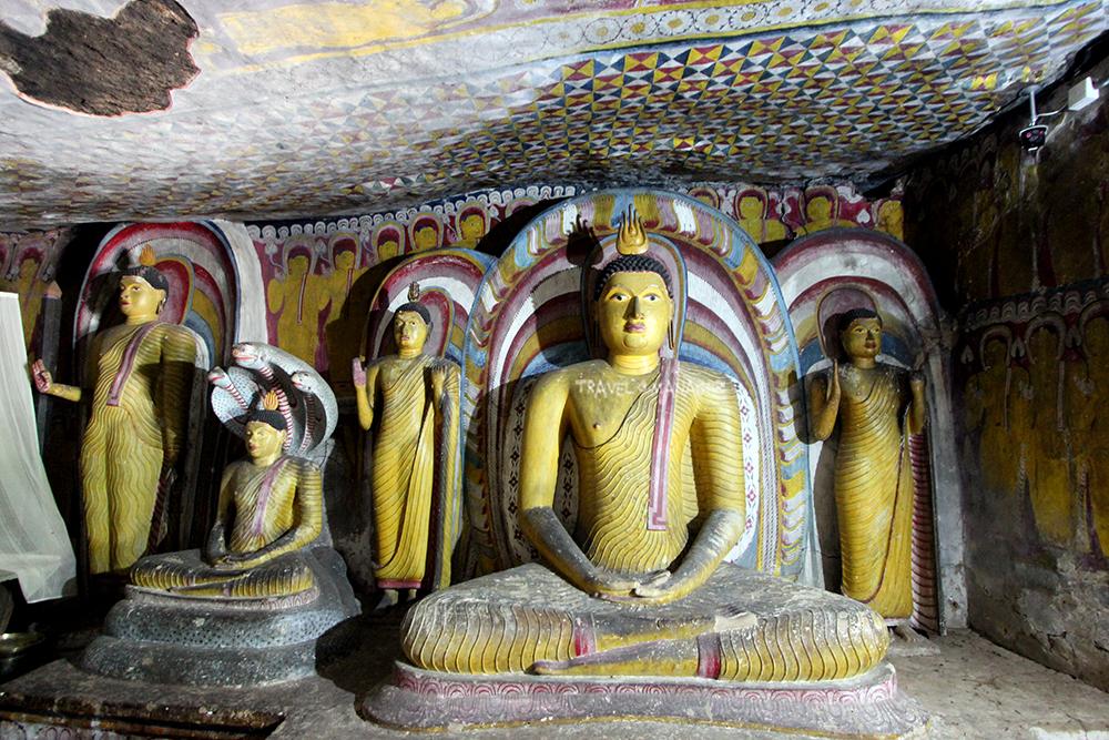 รูปสลักพระพุทธรูปที่วัดถ้ำดัมบูลลา