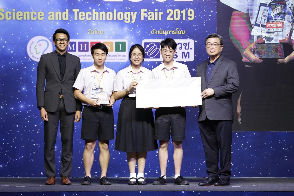 รางวัล Prime Minister's Science Project Award 2019 - Best of Category - รางวัล Best of Physical Science ระดับมัธยมศึกษาตอนปลาย ได้แก่ นายชวิศ แก้วนุรัชดาสร น.ส.ภัทรนันท์ บุญชิต นายปุถุชน วงศ์วรกุล โรงเรียนกำเนิดวิทย์ จ.ระยอง