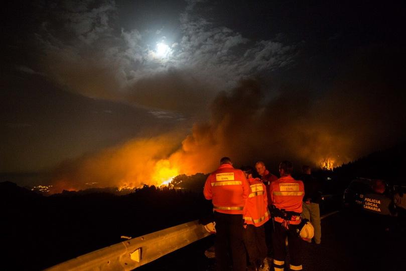 สเปนสั่งอพยพ 5,000 คนหนีไฟป่าบน 'หมู่เกาะคะแนรี'