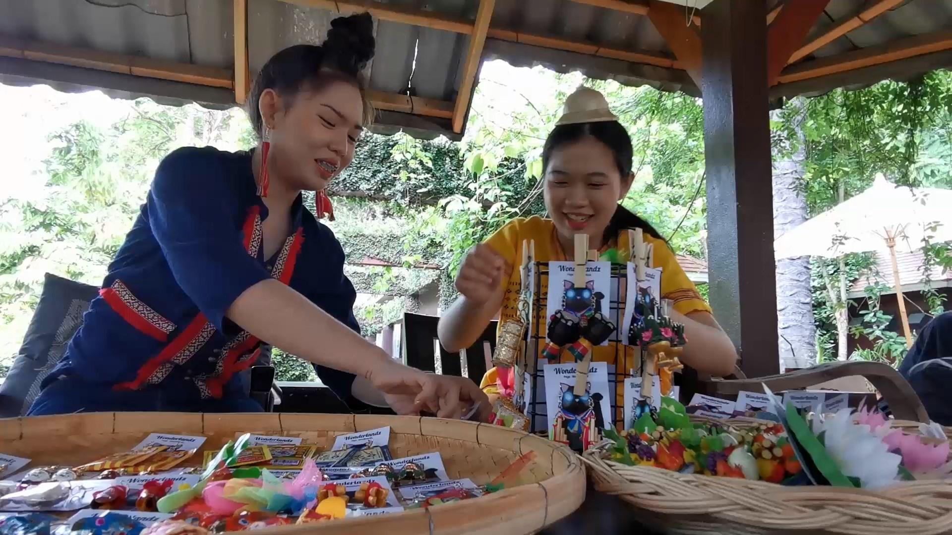 พี่น้องสองสาวเชียงใหม่ไอเดียเก๋สร้างสรรค์ต่างหูแหวกแนวชูเอกลักษณ์ไทยขายออนไลน์ยอดสั่งกระฉูด