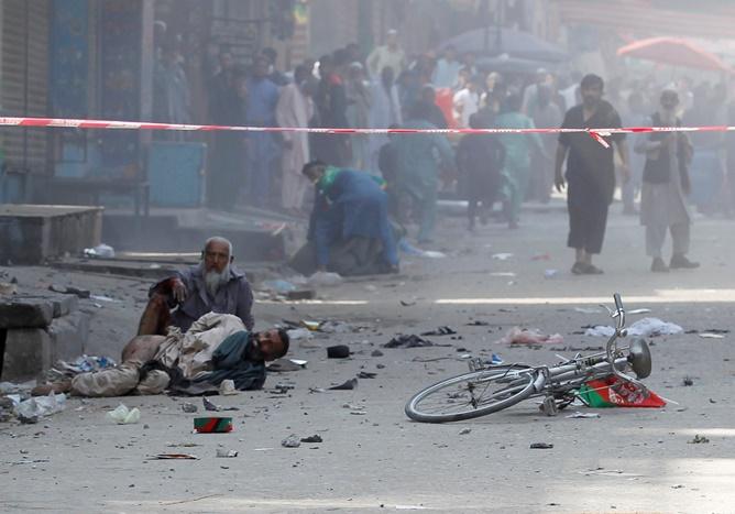 In Clip: ดับกว่า 66 หลังเกิดระเบิดไม่ต่ำกว่า 10 ครั้ง โจมตีภัตตาคาร-จัตุรัสเมืองจาลาลาบัดวันชาติ 100 ปีอัฟกานิสถาน