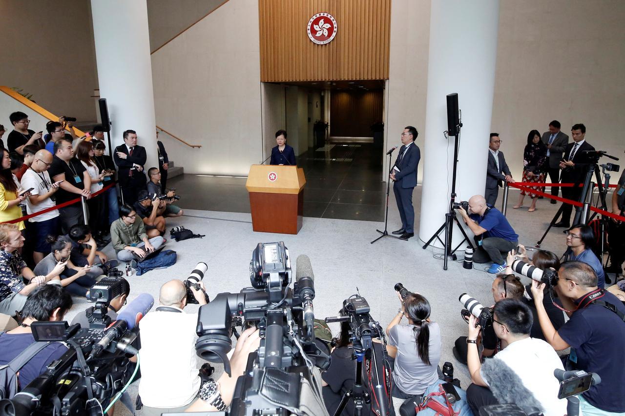 """""""ลัม""""หวังวิกฤตการเมืองฮ่องกงมีทางออก ผู้ดีกังวลจนท.สถานกงสุลหายตัวในจีน"""