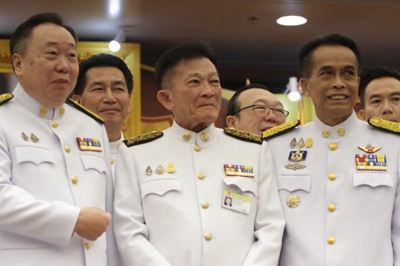 """""""สมพงษ์"""" รับโปรดเกล้าฯ เป็นผู้นำฝ่ายค้าน ลั่นตรวจสอบเข้ม รัฐบาลอ้าง ส.ส.เพื่อไทยอวยนายกฯ เพราะอยากได้งบฯ"""