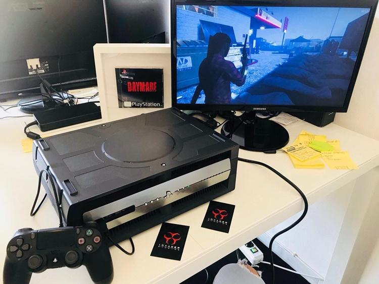ภาพเปรียบเทียบชุดพัฒนาตัวเก่า PlayStation 4 Development Kit ที่ดูหนาไม่แพ้กัน