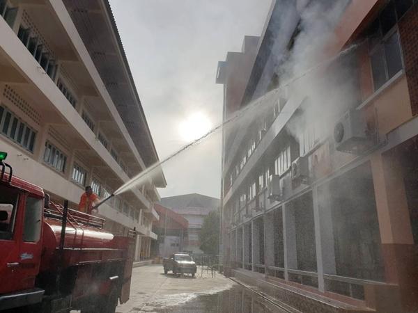 เพลิงไฟห้องพักครูในอาคารเรียน รร.ปราจิณราษฎรอำรุง ทำเอกสาร-อุปกรณ์เสียหายหมด
