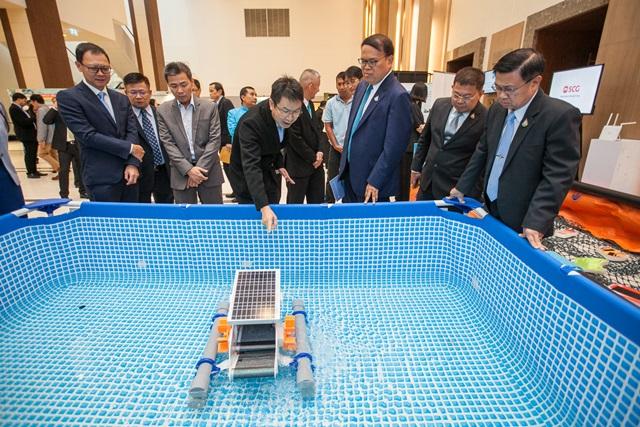 """ติดตั้งทุ่นกักขยะลอยน้ำแก้ปัญหาขยะทะเล 20 จุดใน 13 จังหวัดนำร่อง เอสซีจี เล็งทดลอง """"หุ่นยนต์เก็บขยะลอยน้ำ 4.0"""" ปลายปีนี้"""