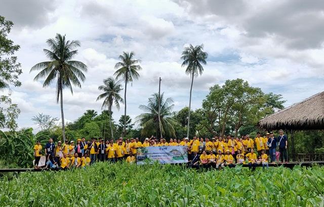 """กลุ่ม ปตท.ระยอง """"หนุนชุมชนเรียนรู้-ต่อยอด"""" ยกขบวนผู้นำชุมชน ดูวิถีชีวิตแบบไทย ที่สวนสามพราน"""