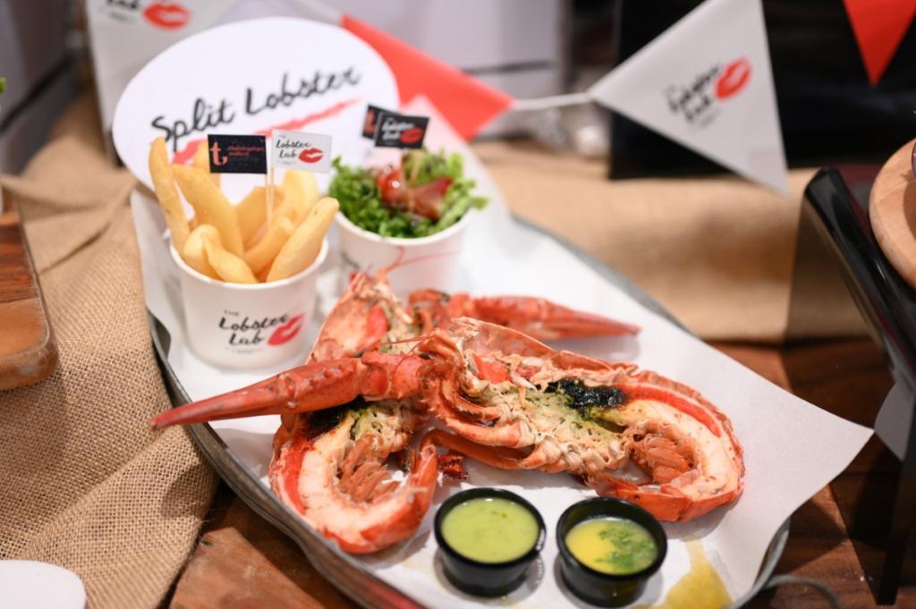 """เมนู """"Split Lobster"""" โดยมีวัตถุดิบคือแคนาเดียนล็อบสเตอร์ไซส์พิเศษ จากร้าน The Lobster Lab"""