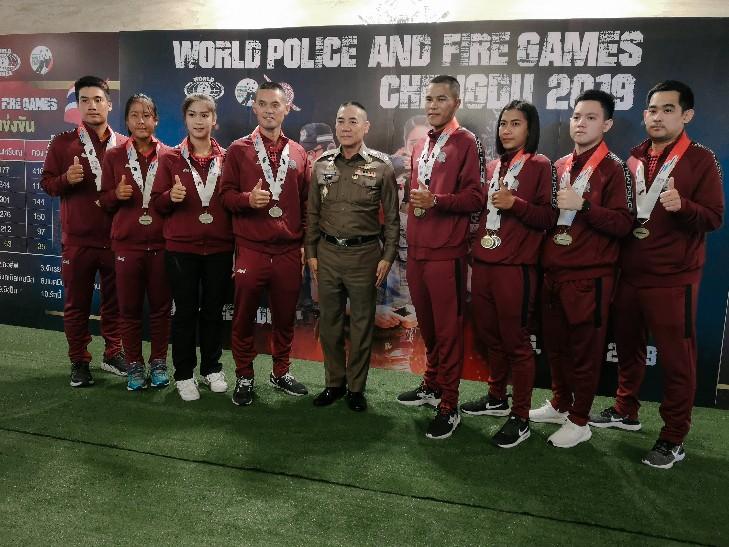 จักรทิพย์ ร่วมฉลองชัยนักกีฬาคว้า 63 เหรียญศึกตำรวจโลก