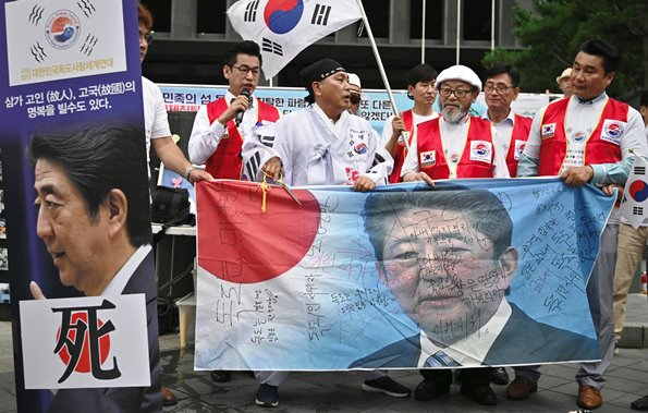 ชาวเกาหลีใต้ประท้วงมาตรการตอบโต้ทางการค้าญี่ปุ่น