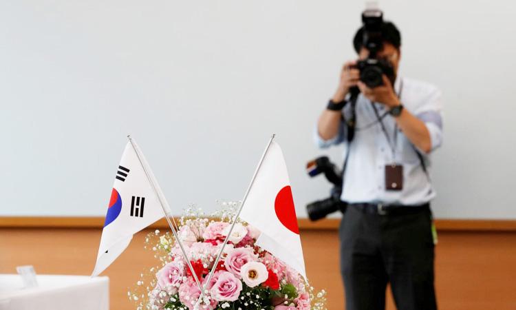 """เกาหลีใต้เรียก """"ทูตญี่ปุ่น"""" เข้าพบ ประท้วงถูกถอด """"บัญชีขาวการค้า"""""""
