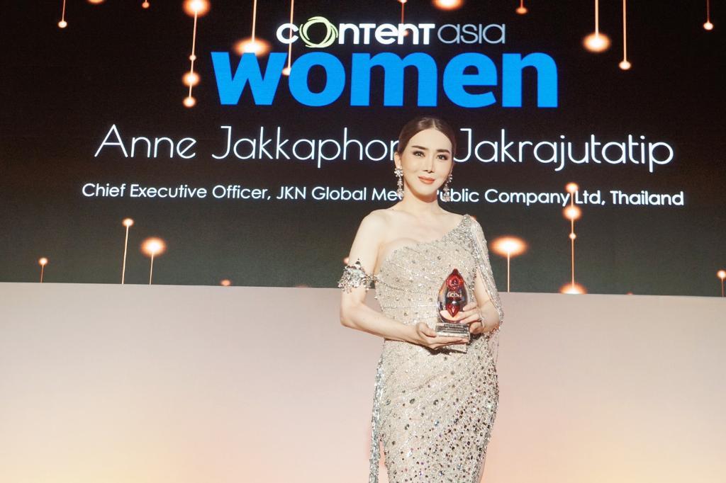 """ขนลุกซู่ ! วินาที """"แอน จักรพงษ์"""" ขึ้นรับรางวัล Asia Media Woman of the year สตรีข้ามเพศผู้ทรงอิทธิพลที่สุดในเอเชีย"""