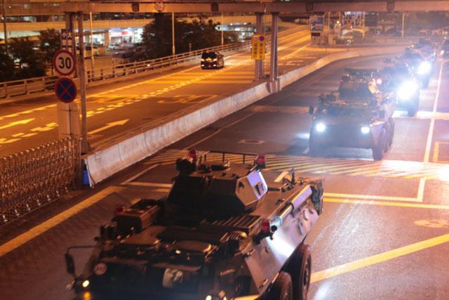 อย่าตกใจ รถเกราะทหารจีนเข้าฮ่องกง แค่หมุนเวียนกำลังพลปกติ