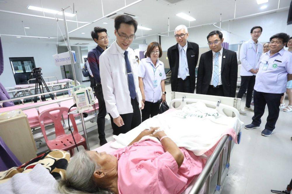 รพ.ชุมแพ ยกระดับบริการผ่าตัดส่องกล้อง-แผลเล็ก รับส่งต่อผู้ป่วย ลดแออัด รพ.ขอนแก่น