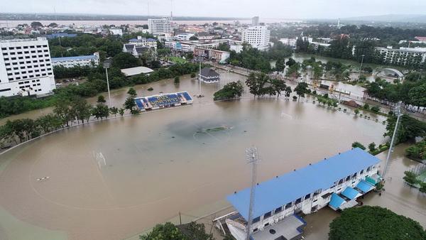มุกดาหารอ่วม! น้ำท่วมหนักทั้งเมือง   หยุดเดินเรือข้ามฟากไปสปป.ลาว