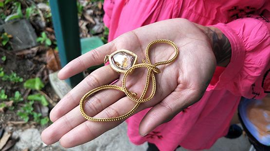 คนร้ายกระชากสร้อยทองหญิงตั้งครรภ์ หนัก 1 บาทขาดติดมือไปครึ่งเส้น