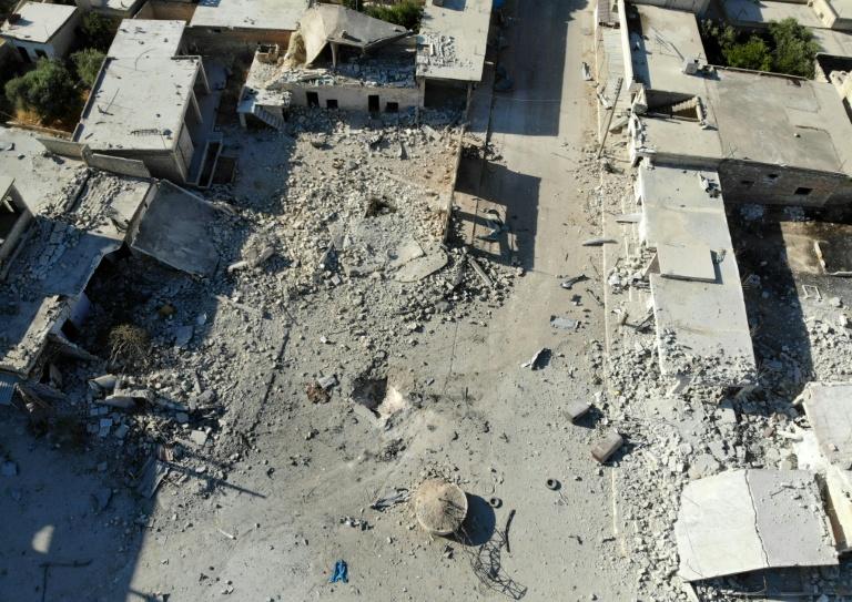 """ขีปนาวุธปริศนาลงที่ประชุม """"แกนนำนักรบญิฮาด"""" ในซีเรีย ดับ 40 ศพ"""