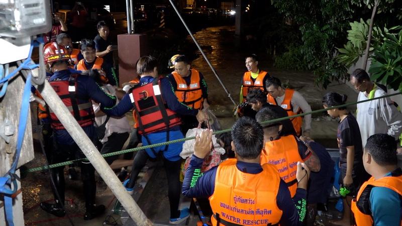 น้ำท่วมบ้านไผ่เริ่มลดระดับพื้นที่ท่วมหนัก5ตำบลชาวบ้านเดือดร้อนหลายพันคน