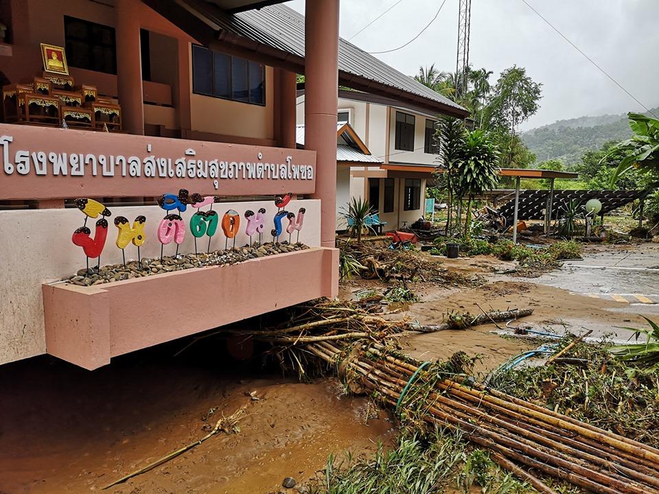 พิษพายุโพดุล! โรงพยาบาลตำบลที่แม่ฮ่องสอนถูกน้ำป่าพัดเสียหายหนัก