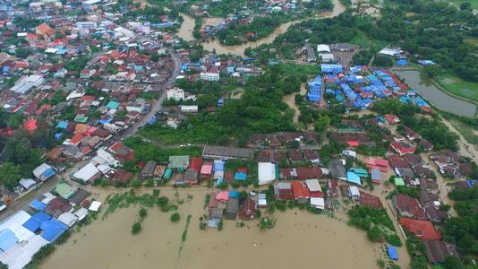 ยังวิกฤติ 10 ชุมชนเทศบาลเมืองน้ำดำกว่า 1,500 หลังคาเรือนยังจมบาดาล
