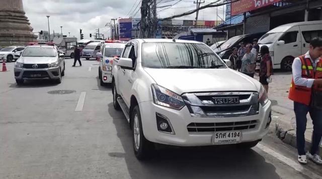 ระทึก ! สาววัย 30 ปี คลอดลูกในรถ เจ้าหน้าที่เร่งให้การช่วยเหลือส่งโรงพยาบาลได้อย่างปลอดภัย