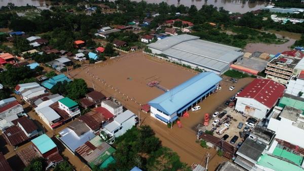 น้ำท่วมพิจิตร อ่วมแล้ว 80 หมู่บ้าน 5 อำเภอ กระแสน้ำพัด จยย.คนจมหาย 2 เจอศพแล้ว 1