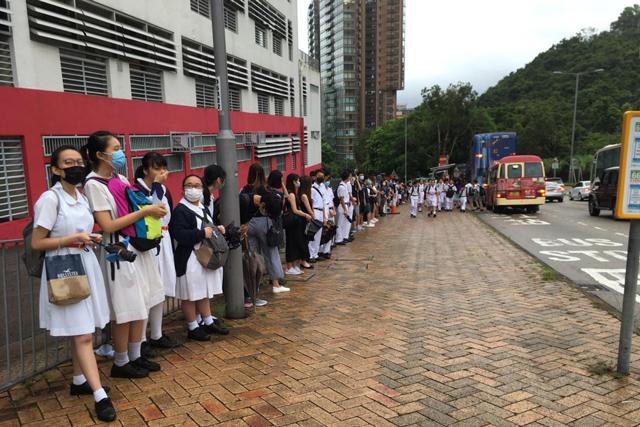 ประท้วงฮ่องกง: นักเรียนหลายพันคน ร่วมคล้องโซ่มนุษย์เปิดเทอมวันแรก