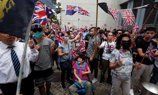 """In Pics : ม็อบฮ่องกงร้อง """"บอริส จอห์นสัน"""" เปิดทางให้คนฮ่องกงถือพาสปอร์ตอังกฤษอาศัย-ทำงานในลอนดอนเสรี"""