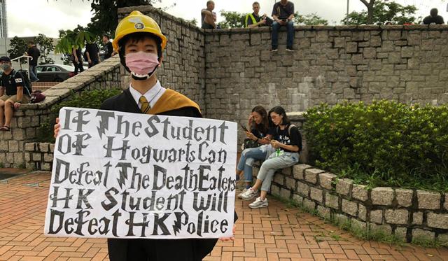 """ประท้วงฮ่องกง: """"จากโซเชียลสู่ท้องถนน"""" จับตาตัวแปรสำคัญ เมื่อนักเรียนเข้าร่วมประท้วง"""