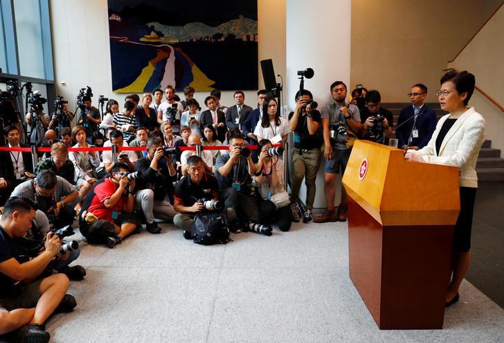ผู้นำฮ่องกงแก้ข่าวยันไม่ลาออกหนีปัญหา จีนย้ำชัดยังหนุนพร้อมแทรกแซงถ้าจำเป็น