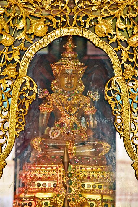 มีองค์พระพุทธรูปให้กราบบูชามากมาย