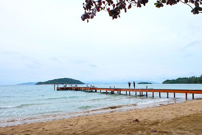 สะพานไม้ทอดยาวที่เกาะหมาก จ.ตราด