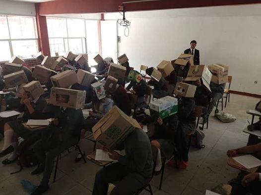 โดนด่าเละ!ครูเม็กซิโกให้นักศึกษาเอาลังคลุมหัว ป้องกันโกงข้อสอบ