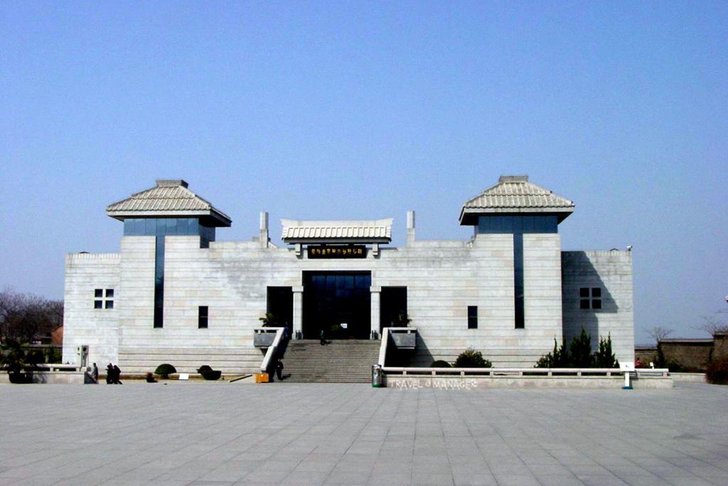 อาคารแหล่งท่องเที่ยว-หลุมขุดค้นกองทัพทหารดินเผา