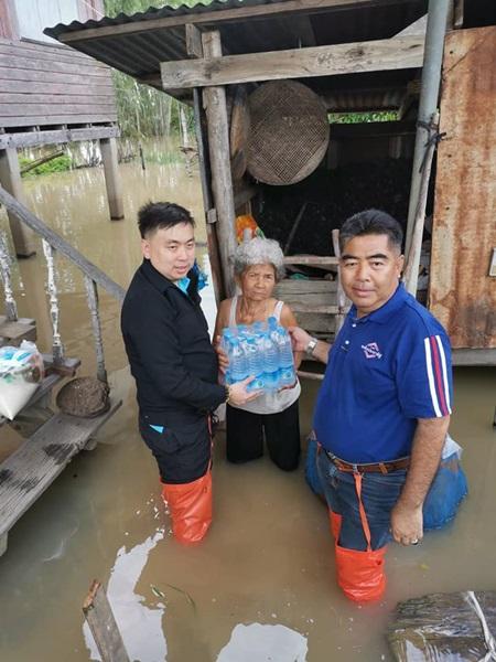 ยธ.ลงพื้นที่ทับคล้อ พิจิตร ช่วยเหลือประชาชนเดือดร้อนจากน้ำท่วม