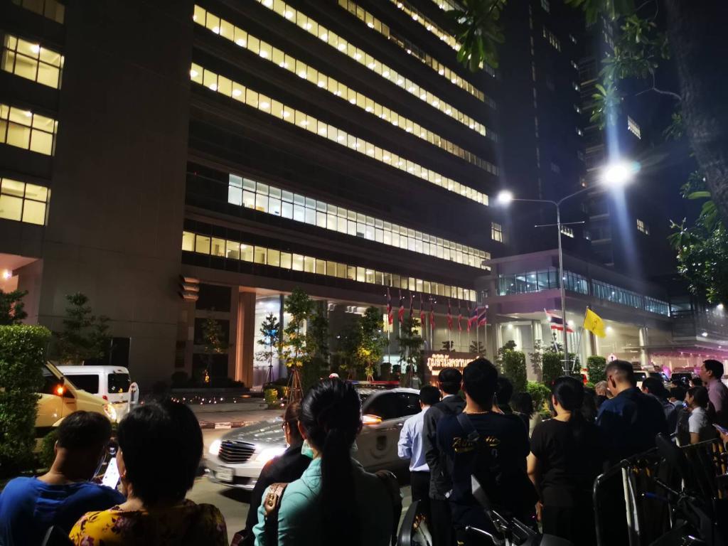 ไฟไหม้อาคารภูมิสิริมังคลานุสรณ์ใน รพ.จุฬาฯ เจ้าหน้าที่อยู่ระหว่างเร่งดำเนินการระบายควัน