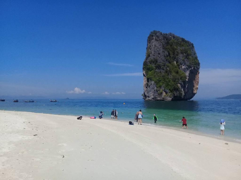 เกาะปอดะ กับเอกลักษณ์อันโดดเด่น (ภาพ : เพจ หน่วยพิทักษ์ฯ ที่ พพ.6 (เกาะปอดะ)/ อช.หาดนพรัตน์ธารา-หมู่เกาะพีพี)