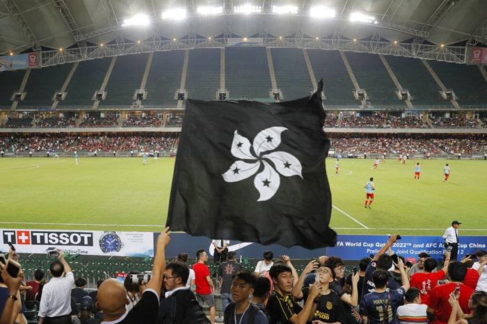 ม็อบฮ่องกงโห่เพลงชาติจีนลั่นสนามบอล  ร่วมมะกันระลึกกรณี 9-11  จวกสื่อมังกรกุข่าวผู้ประท้วงเล็งก่อวินาศกรรม
