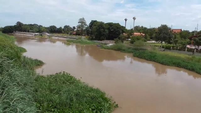 ชาวบ้านโล่งอก ..ระดับน้ำแม่น้ำน้อยลดลงอย่างต่อเนื่อง