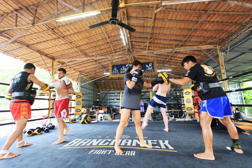 ชาวต่างชาติจำนวนมากให้ความสนใจมาเรียนมวยไทยที่เมืองไทย
