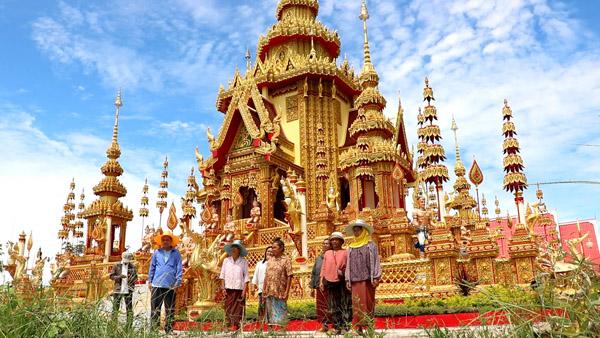 เมรุเผาศพ วัดสังข์มงคล บ.ขยอง  ต.ตาอ็อง อ.เมือง จ.สุรินทร์ ใหญ่อลังการวิจิตรงดงามที่สุดในประเทศไทย