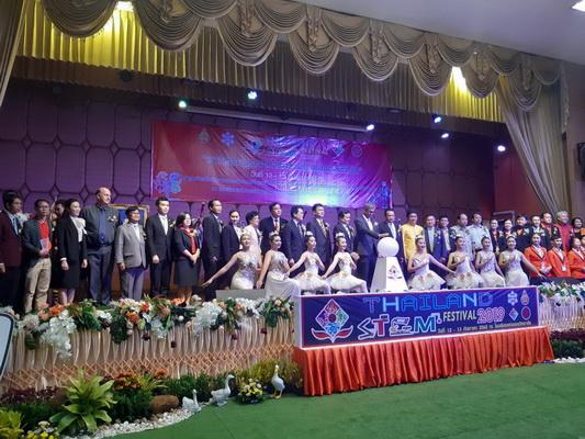 เวทีเปิดงาน Thailand STEM Festival 2019 เปิดบ้านเปิดความภูมิใจ : แก่นนครวิทยาลัย 2562 มหกรรมบูรณาการความรู้สู่สังคมดิจิทัล