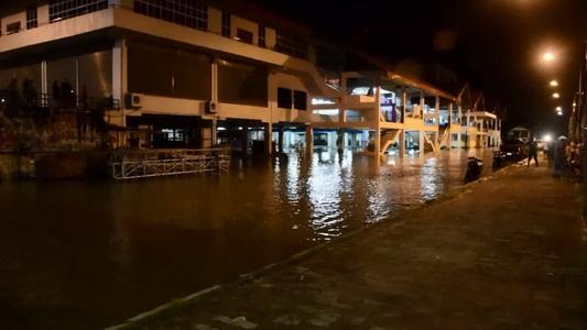 ชาวชุมชนโอดข่าวลวงน้ำท่วมเยอะทำแตกตื่น ด้าน รพ.แจงโรงพยาบาลยังไม่ท่วม